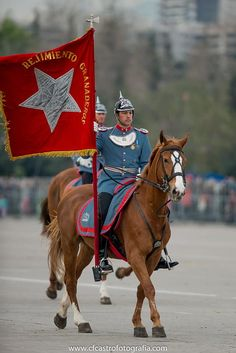 Chile army ejercito Honor Guard, Military Uniforms, Prussia, South America, Ww2, Flags, Royals, Clothing, Pictures