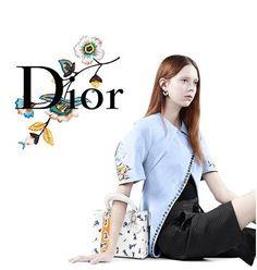 Le photographe Willy Vanderperre n'affectionne guère les styles surchargés : ses dernières campagnes pour Dior montraient cet art du minimalisme que ce portraitiste aime mettre en scène. Un été immaculé Mais cette saison même les décors de style comme ce salon où Julia Nobis, Fei Fei Su…