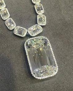 The incredible 48 carat #ashoka diamond from @kwiatdiamonds many thanks for showing this amazing necklace