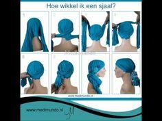 Beschrijving hoe je een sjaal om je hoofd knoopt of wikkelt