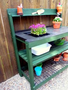 loving this potting bench...