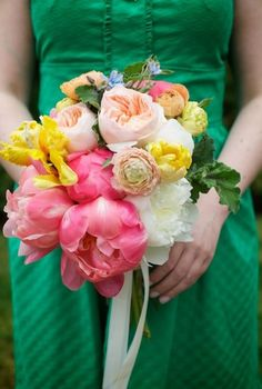 brightly colored wedding bouquets | peach ranunculus | bright pink peonies