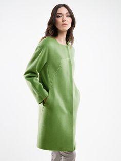 Трендовое маленькое пальто-кокон, выполненное из ворсовой ткани свежего зеленого оттенка с длинным рукавом и интересной геометрической разрезкой. Изделие имеет застежку на пришивные кнопки и карманы в декоративном рельефе.  Декорировано цветной принованной подкладкой. Маленькое яркое пальто - незаменимый акцент для вашего весеннего гардероба., арт. 3014541p00044, состав: Основная ткань: шерсть 89 %, шелк 6 %, нейлон 5 %; Подкладка: полиэстер 55 %, вискоза 45 %;