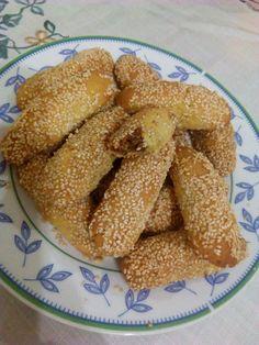Εξαιρετικά, τραγανά και πεντανόστιμα!!!!Αξίζει να τα δοκιμάσετε!!!!! 💝 💝 ΝΗΣΙΩΤΙΚΑ ΣΤΑΦΙΔΩΤΑ ...!! Και νηστίσιμα.!! Υλικά για την ζύμη... Greek Sweets, Greek Desserts, Greek Recipes, My Recipes, Cookie Recipes, Homemade Granola Bars, Food Gallery, Greek Cooking, Biscuit Cookies