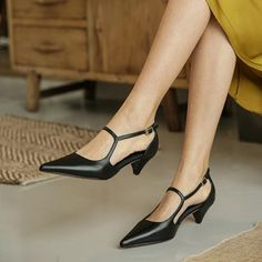 Shop women fashion shoes at Chiko Shoes. Inspired by street style and runway, Chiko offers a variety of women shoes to catch the latest shoes in fashion. Shoes Heels Pumps, Stiletto Shoes, Women's Shoes, Shoes Men, Shoes Sneakers, Nike Shoes, Pointy Boots, Low Heel Shoes, Pointed Toe Block Heel