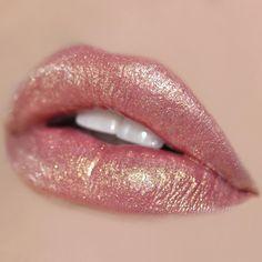 Seaglass – Duochrome High Pigment Pearl Lip Gloss – Famous Last Words Natural Pink Lips, Pink Lips Makeup, Bright Pink Lips, Lip Makeup, Makeup Art, Beauty Makeup, Gloss Matte, Pink Lip Gloss, Matte Lips
