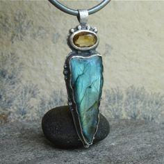f9755b37ea5d Talizmany - ARATAR - srebrny wisior z labradorytem i cytrynem   Rivendell    Biżuteria   Wisiory