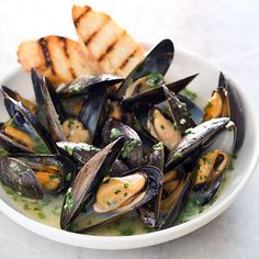 Food and Wine Pairing: Americas Test Kitchen Oven Steamed Mussels Paired With Wente Vineyards Louis Mel Sauvignon Blanc