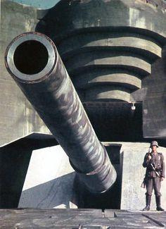 A 406mm (16 inch) SK C34 German coastal defense cannon