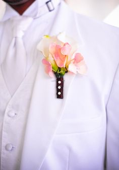 Light pink boutonniere - Photo Source • Gwendolyn Tundermann Photography