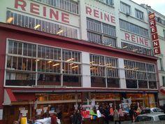 je suis une fanatique de tissus, j' ai du mal à résister devant de beaux imprimés… voila, vous êtes nombreuses parmi mes élèves à me demander où je trouve mes tissus et accessoires , alors je vous donne les bons plans que j'ai testé personnellement, et les boutiques du net que je connais … Boutique Haute Couture, Lovely Shop, Boutique Stores, Bons Plans, Paris France, Street View, In This Moment, Boutiques, Fabric