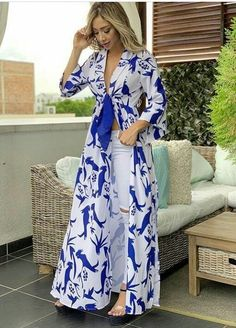 Love the idea of an open dress (with a full skirt) that ties in the front and I could still wear jeans/pants. Kimono Fashion, Hijab Fashion, Fashion Outfits, Womens Fashion, Stylish Dresses, Casual Dresses, Summer Dresses, African Fashion Dresses, African Dress