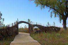 Woven willow fence on Toronto Island. Toronto Gardens, Willow Fence, Toronto Island, Garden Structures, Garden Spaces, Outdoor Furniture, Outdoor Decor, Garden Art, Canada