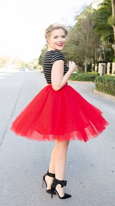 Space red tulle skirt, blogger livingincolorprint.com, black and red, ladylike street style, cute braid hairstyle, bow shoes