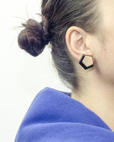 Handmade Pentagon Earrings, Big size: Diameter 2 cm. Materials: Wood, Black Plexiglass and Brass ( Pins ). #geometric #minimal #complementary #design #wood #plexiglass #jewelry #essential #deco #pentagon #earrings #black #brass #pins