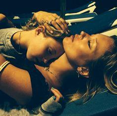 Kate Moss à Ibiza http://www.vogue.fr/mode/mannequins/diaporama/la-semaine-des-tops-sur-instagram-38/19830/image/1040218#!kate-moss-a-ibiza