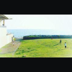 デーゲームBoys play baseball. #baseball #beachside #snapshot #enoshima #enosui #motozplay #デーゲーム #草野球 #えのすい #江ノ島 #片瀬海岸