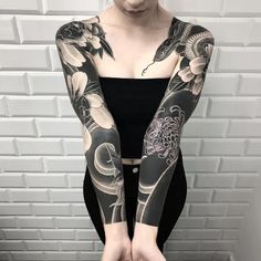 Japanese Tattoos For Men, Japanese Tattoo Designs, Japanese Tattoo Art, Japanese Sleeve Tattoos, Tattoo P, Cover Tattoo, Body Art Tattoos, Girl Sleeve Tattoos, Black Sleeve Tattoo