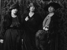 Queen Marie of Romania with sister, Pss Beatrice,... - Post Tenebras, Lux .