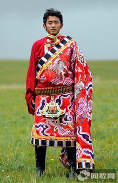 Wedding guest in Yushu, Eastern Tibet, dressed in traditional Tibetan clothes   Yushu, Kham, Tibet 2011 , Source : http://www.17u.com/blog/1039605