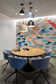 A Portland-Based Office That Colorfully Merges Co-Working and Solo Workspaces – Design Milk – Glass Office Desk Office Wall Design, Modern Office Design, Workspace Design, Office Interior Design, Office Interiors, Office Decor, Office Ideas, Commercial Office Design, Commercial Complex
