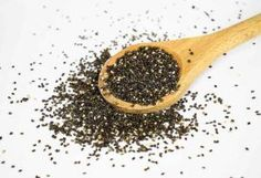 There are many healthy benefits of chia seeds. Many nutritionists suggest using chia seeds for weight loss as part of a balanced diet. Salvia Hispanica, Chia Pudding, Protein Pudding, Superfoods, Chia Fresca, Chia Benefits, Health Benefits, Legume Bio, Substitute For Egg