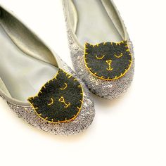 Celebrate Halloween with these Easy DIY Black Cat Shoe Clips