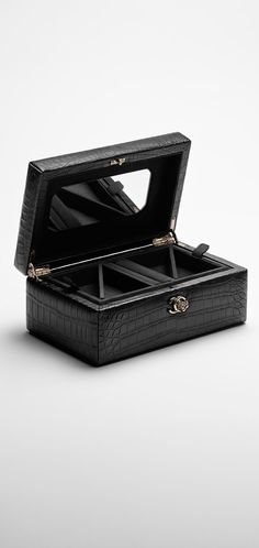 Small alligator jewelry box - CHANEL - September 21 2019 at Girls Jewelry Box, Small Jewelry Box, Cheap Jewelry, Jewelry Shop, Jewelry Stores, Fine Jewelry, Jewelry Design, Fashion Jewelry, Jewellery Sale