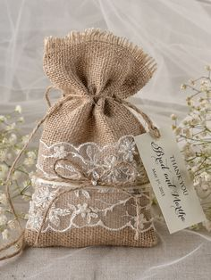 wedding Favors Rustic Burlap Favor Bags and tags Wedding Bag, Diy Wedding, Wedding Gifts, Wedding Ideas, Wedding Decorations, Burlap Favor Bags, Rustic Wedding Favors, Burlap Crafts, Hessian