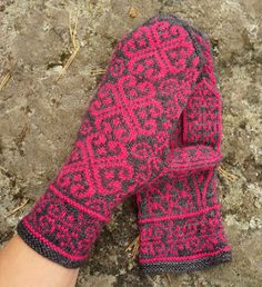 Herttuatar is a top down mitten pattern designed to match Valtiatar Socks. Due to the working direction the placement of the thumb opening can be freely adjusted without the stranded pattern being disoriented. Knitting Wool, Fair Isle Knitting, Knitting Socks, Free Knitting, Knitting Patterns, Knit Socks, Fingerless Mittens, Knit Mittens, Knitted Gloves