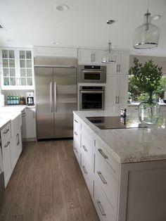 Cool 30 Gorgeous White Farmhouse Kitchen Designs Ideas https://decorapatio.com/2017/06/19/30-gorgeous-white-farmhouse-kitchen-designs-ideas/