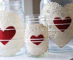 embeleze os seus frascos , poner blondas en los frascos , se consiguen en las papeleras y los corazones pueden ser de goma eva pintados o de cartulina !!