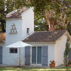 Location dans une Manade proche des Saintes-Maries de la Mer, en Camargue, Les grandes cabanes du Vaccarès, location petites maisons traditionnelles camarguaises. Location en Camargue, Location entre Arles et Les Saintes-Maries de la Mer, en Camargue.