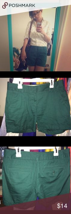 🍀 hunter green J. Crew chino shorts size 0 4in.🍀 Reposh! NWT when I got them. Awesome length and color but I wear my navy ones in the same length way more often. EUC, no flaws that an ironing can't fix, only worn a few times. J. Crew Shorts