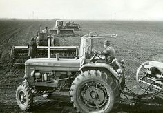 Carpati si Bucegi: AGRICULTURA SOCIALISTA Tractor Pictures, Vintage Tractors, Yahoo Images, Cars And Motorcycles, Image Search, Automobile, Monster Trucks, History, Vehicles
