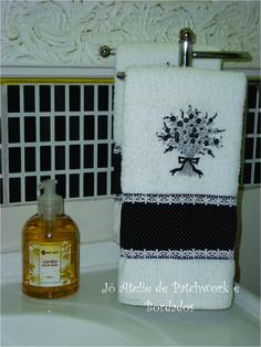 toalha de lavabo bordada.
