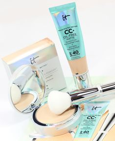 Sep 2018 - Does IT Cosmetics CC+ Oil Free Matte Foundation Work on Oily, Acne-Prone Skin? That's what we're here to find out. Click through to learn more. Beauty Hacks Acne, Beauty Dupes, Beauty Skin, Foundation Acne Prone Skin, Matte Foundation, How To Heal Burns, Pressed Powder Foundation, How To Apply Mascara, Organic Beauty