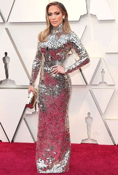 Jennifer Lopez shines in a Tom Ford long-sleeve gown with embroidered mirror mosaic design with matching jewelry and a Tyler Ellis clutch on the red carpet at the Oscars Gypsy Fashion, Couture Fashion, Nice Dresses, Prom Dresses, Formal Dresses, Vanity Fair, Dressing Mirror, Long Sleeve Gown, Silver Dress