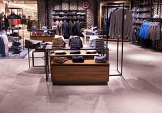 Hexagonfliesen im Objektbereich | Topgres Referenzen: Modekaufhaus L&T Shops, Retail, Mall, Closet, Home Decor, Department Store, Porcelain Tiles, Tile, Tents