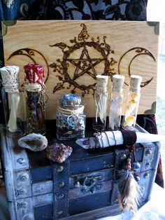 Lots of witchy crafting ideas! A Natural Witch- Grimoire of Life and Practice Wicca Witchcraft, Pagan Witch, Les Gobelins, Witch Cottage, Witch House, Wiccan Crafts, Wiccan Decor, Pagan Altar, Eclectic Witch