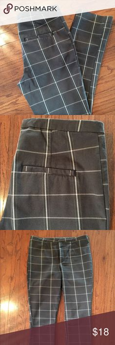Free People pants Adorable window pane cotton gauge flat front pant. Size 6 with 27-28 inch inseam. Mock pockets in rear. Straight leg with slight taper. Flattering and versatile. Stone gray with white plaid and faint lime highlight in pattern. NWOT. Cute with a crisp white T or collard shirt for work! Free People Pants Straight Leg