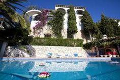 Villa avec piscine privée offre un jardin avec d´arbres et une vue merveilleuse sur mer, sur la vallée et sur la montagne