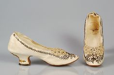 Ivory leather evening slippers with silk bows and metallic thread embroidery, by Juan Serra, Spanish, 1885-1895.
