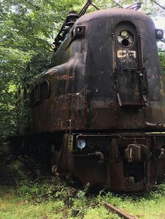 Abandoned railway equipment is such an amazing aesthetic - Abandoned railway equipment is such an amazing aesthetic - iFunny :) Abandoned Train, Abandoned Mansions, Abandoned Buildings, Abandoned Houses, Abandoned Places, Funny Car Memes, Images Gif, Old Trains, Train Pictures