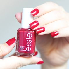 essie | maki me happy | nails | playing koi kollektion | essieliebe | lackschwarz