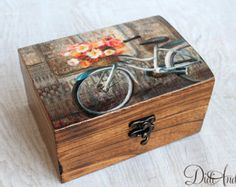 decoupage box shabby by ArtDidi Shabby Chic Boxes, Jewelry Drawer, Decoupage Box, Wooden Jewelry Boxes, Treasure Boxes, Diy Box, Rustic Decor, Decorative Boxes, Diy Crafts