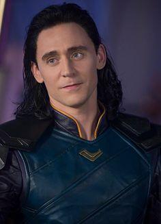Tom Hiddleston as Loki in Thor: Ragnarok (2017). Full size image:  https://wx3.sinaimg.cn/large/9b0571ebgy1fik7ci50qfj21kw11vhe1.jpg Source: Marvel on Weibo: https://m.weibo.cn/status/4140964283418015 Via Torrilla