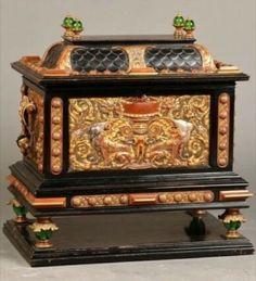 Large Pompous Casket, France, around 1870, after the model of the Renaissance Casket, Box Art, Trinket Boxes, Renaissance, Glass Art, Decorative Boxes, Vintage Cabinet, Porcelain, France