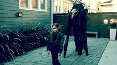 マッドマックス的世界観が今ここに。憂いを帯びた美少女がスカル・モンスターを引き連れて練り歩く : カラパイア