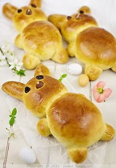 Sweet Sensation: Uskrsni zečići / Easter Bunnies Brioche, in English too if you page down Easter Dinner, Easter Brunch, Hoppy Easter, Easter Eggs, Easter Food, Easter Recipes, Holiday Recipes, Bunny Bread, Yummy Treats